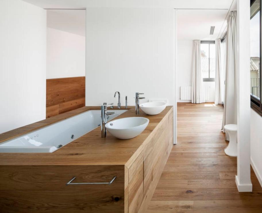 Parquet in bagno si ma quale - Pavimento in legno per bagno ...